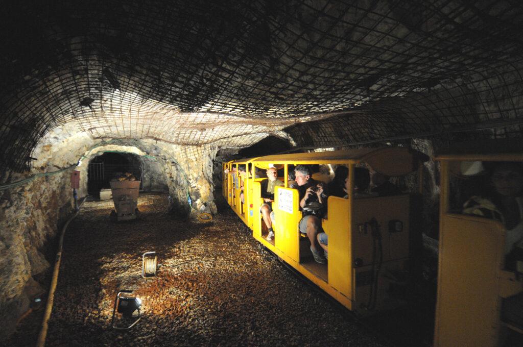 Treno sotterraneo Parco archeominerario San Silvestro Campiglia