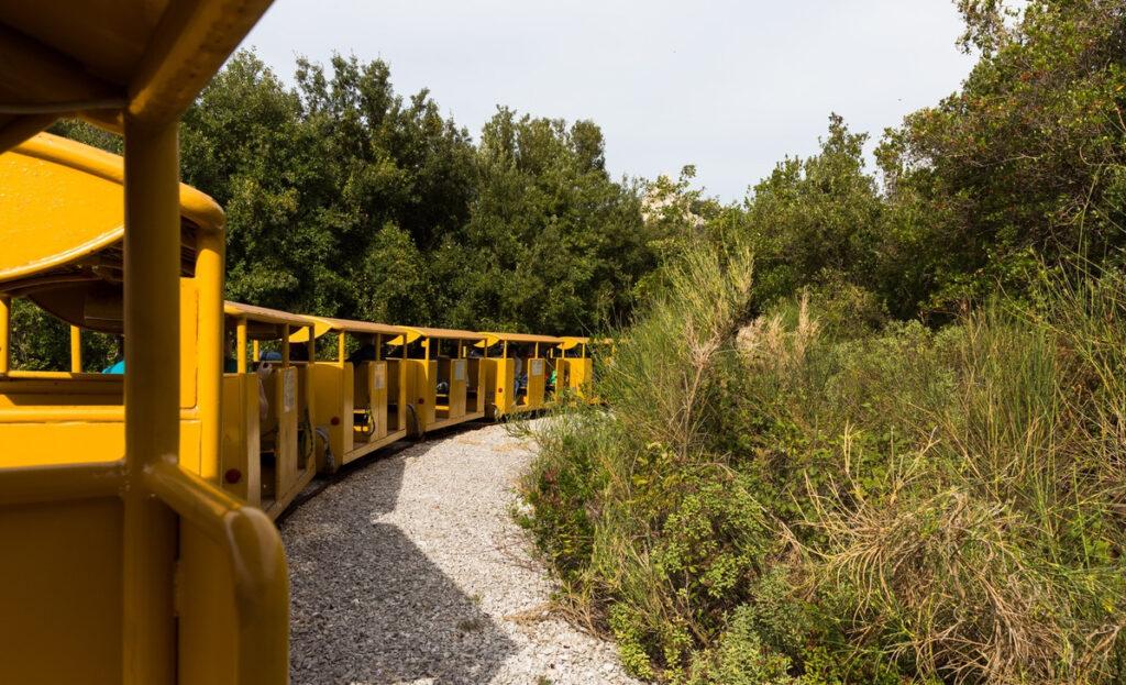 Parco archeominerario San Silvestro trenino giallo